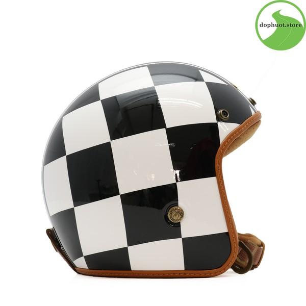Phần đuôi của mũ bảo hiểm Bulldog Heli Fiberglass được vuốt rất tinh tế